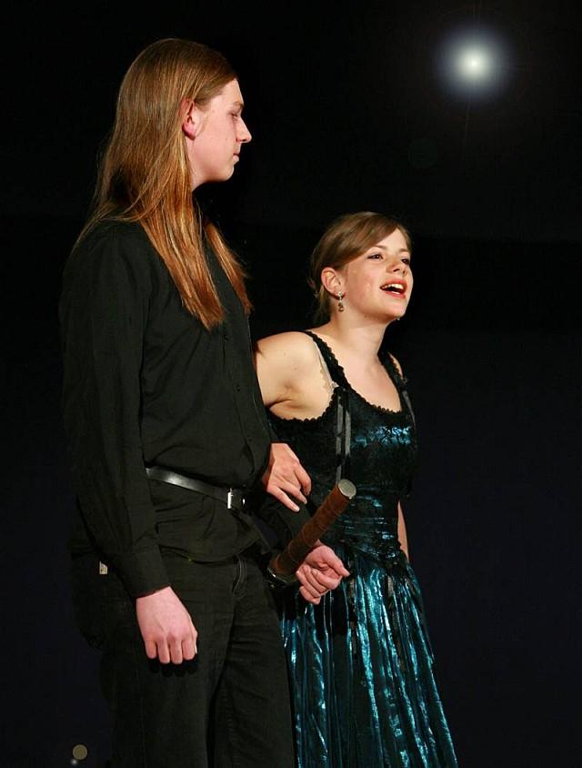 Lady Macbeth versucht ihren Mann von ihrer Idee zu begeistern